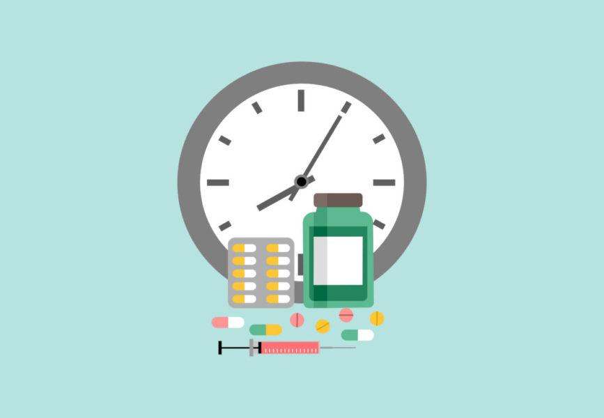 Remédios Próximos De Um Relógio Indicando O Tempo Do Tratamento Da Trombocitemia Essencial