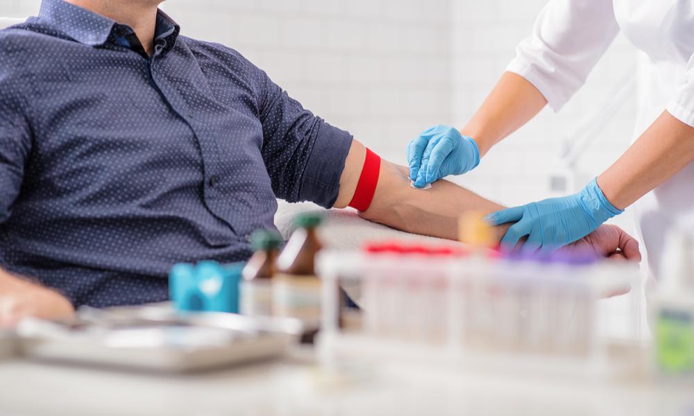 Pessoa Realizando Hemograma Para Diagnosticar O Mieloma Multiplo
