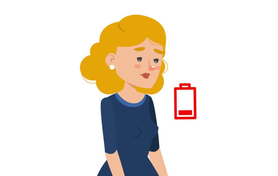 Mulher Ao Lado De Uma Bateria Que Está Acabando Para Indicar Cansaço Excessivo Representando Um Dos Sintomas De Mielofibrose
